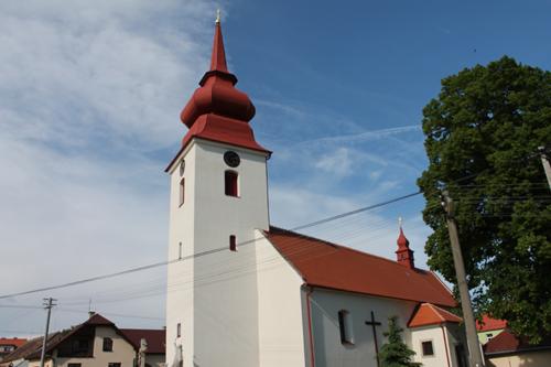 Oprava střechy kostela Domamil